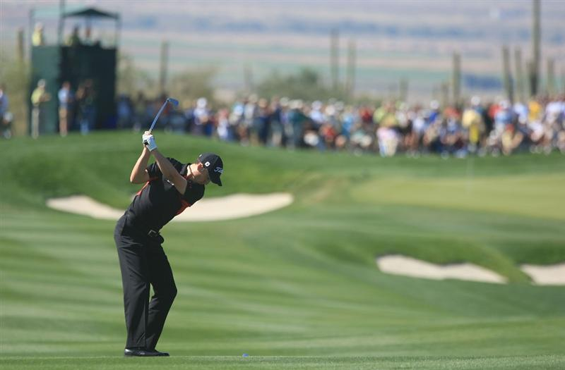 MARANA, AZ - FEBRUARY 27:  Ross Fisher of England hits his approach shot on the second hole during the third round of the Accenture Match Play Championship at the Ritz-Carlton Golf Club at Dove Mountain on February 27, 2009 in Marana, Arizona.  (Photo by Scott Halleran/Getty Images)