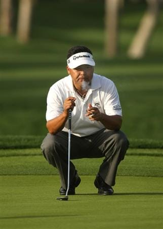 LA QUINTA, CA - JANUARY 22:  David Berganio, Jr. lines up his putt as he smokes a cigar on the eighth hole on the Palmer Private Course at PGA West during the second round of the Bob Hope Chrysler Classic on January 22, 2009 in La Quinta, California.  (Photo by Stephen Dunn/Getty Images)