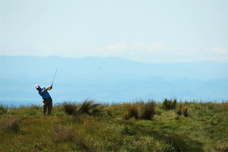 NAPIER, NEW ZEALAND - OCTOBER 28:  Brandt Snedeker of the USA tees off on the 11th hole during The Kiwi Challenge at Cape Kidnappers on October 28, 2008 in Napier, New Zealand.  (Photo by Phil Walter/Getty Images)