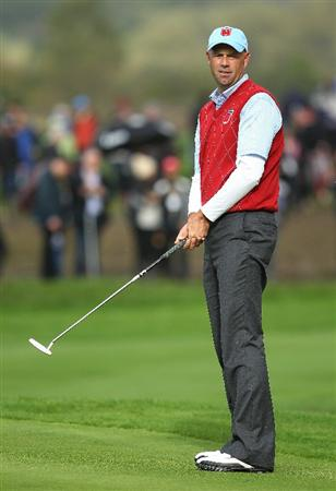 NEWPORT, WALES - OCTOBER 03:  Stewart Cink of the USA reacts to a putt during the  Fourball & Foursome Matches during the 2010 Ryder Cup at the Celtic Manor Resort on October 3, 2010 in Newport, Wales.  (Photo by Andy Lyons/Getty Images)