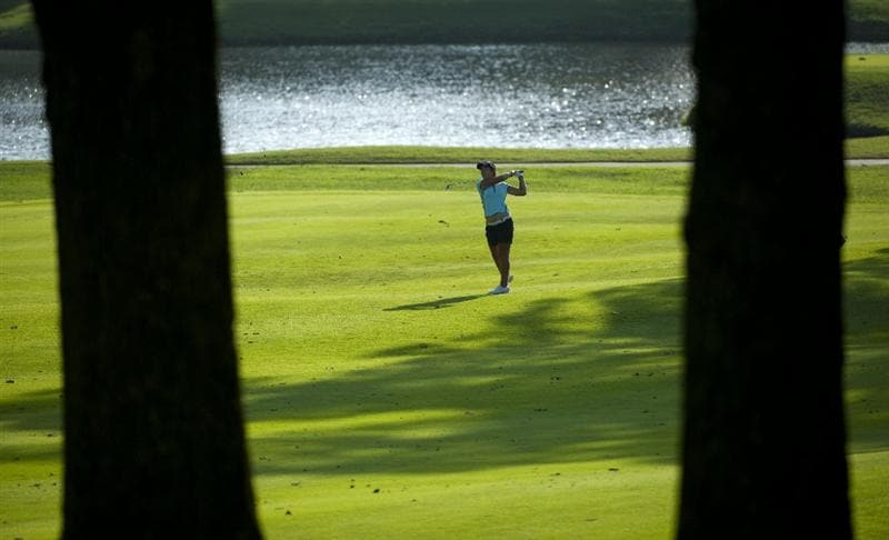 ROGERS, AR - SEPTEMBER 10:  Yoo Kyeong Kim of South Korea makes an approach shot on the 16th hole during the first round of the P&G NW Arkansas Championship at the Pinnacle Country Club on September 10, 2010 in Rogers, Arkansas.  (Photo by Robert Laberge/Getty Images)