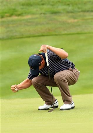 LOUISVILLE, KY - SEPTEMBER 20:  Justin Leonard of the USA team reacts to a birdie putt on the 17th green during the morning foursome matches on day two of the 2008 Ryder Cup at Valhalla Golf Club on September 20, 2008 in Louisville, Kentucky.  (Photo by Andrew Redington/Getty Images)