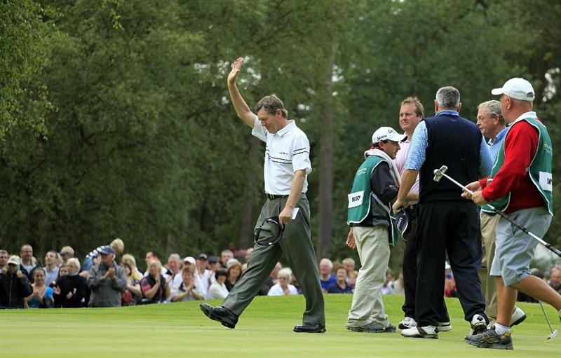 WOBURN, ENGLAND - SEPTEMBER 05:  Des Smyth of Ireland salutes the crowd on the 18th green after the final round of the Travis Perkins plc Senior Masters played on the Duke's Course, Woburn Golf Club on September 5, 2010 in Woburn, England.  (Photo by Phil Inglis/Getty Images)