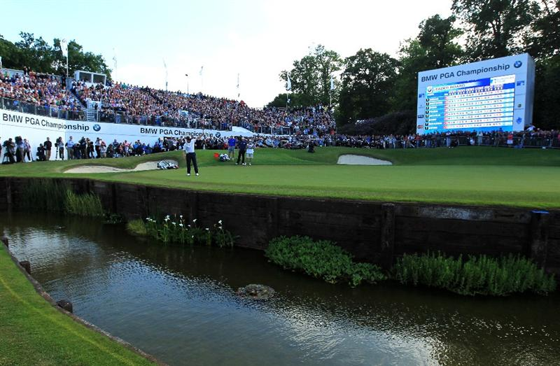 VIRGINIA WATER, ENGLAND - MAY 29:  Luke Donald of England celebrates victory in a playoff on the 18th green during the final round of the BMW PGA Championship  at the Wentworth Club on May 29, 2011 in Virginia Water, England.  (Photo by David Cannon/Getty Images)