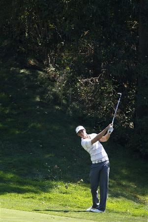 CANONSBURG, PA - SEPTEMBER 02:  Jamie Lovemark hits to the eighth green during the first round of the Mylan Classic presented by CONSOL Energy at Southpointe Golf Club on September 2, 2010 in Canonsburg, Pennsilvania.  (Photo by Gregory Shamus/Getty Images)