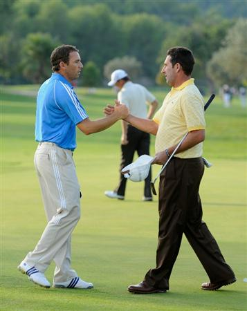 CASTELLON DE LA PLANA, SPAIN - OCTOBER 22:  Sergio Garcia and Jose Maria Olazabal of Spain shake hands on the 18th hole during the second round of the Castello Masters Costa Azahar at the Club de Campo del Mediterraneo on October 22, 2010 in Castellon de la Plana, Spain.  (Photo by Stuart Franklin/Getty Images)