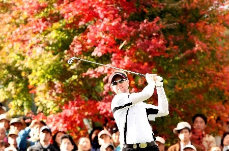 GOTENBA, JAPAN - NOVEMBER 11:  Brendan Jones of Australia plays a tee on the 17th hole shot during the final round of the Sumitomo Visa Taiheiyo Masters held at Taiheiyo Club on November 11, 2007 in Gotenba, Shizuoka Prefecture,  Japan.  (Photo by Koichi Kamoshida/Getty Images)