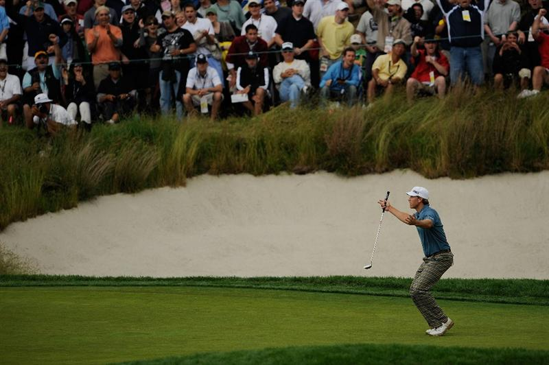 FARMINGDALE, NY - JUNE 21:  Ricky Barnes reacts to his shot from a greenside bunker on the 17th hole during the continuation of the third round of the 109th U.S. Open on the Black Course at Bethpage State Park on June 21, 2009 in Farmingdale, New York.  (Photo by Sam Greenwood/Getty Images)