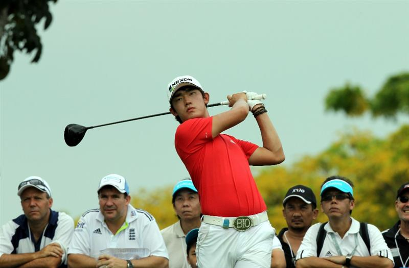 SINGAPORE - NOVEMBER 13: Hiroshi Iwata of Japan watches his tee shot on the 13th hole during the Third Round of the Barclays Singapore Open on November 13, 2010 in Singapore, Singapore.  (Photo by Stanley Chou/Getty Images)