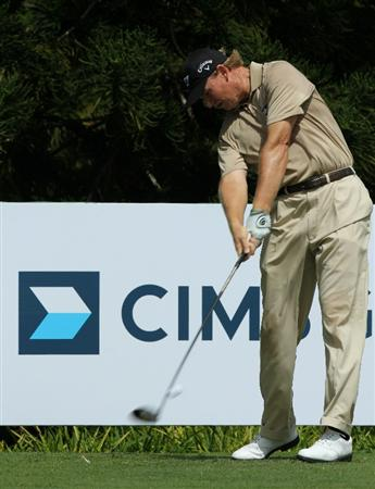 KUALA LUMPUR, MALAYSIA - OCTOBER 31: Ernie Els of South Africa tees off on the 4th hole during day four of the CIMB Asia Pacific Classic at The MINES Resort & Golf Club on October 31, 2010 in Kuala Lumpur, Malaysia. (Photo by Stanley Chou/Getty Images)