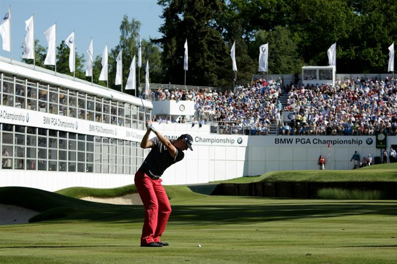 VIRGINIA WATER, ENGLAND - MAY 23:  Fredrik Andersson Hed of Sweden hits his approach shot to the 18th green during the final round of the BMW PGA Championship on the West Course at Wentworth on May 23, 2010 in Virginia Water, England.  (Photo by Andrew Redington/Getty Images)