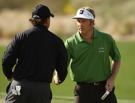 MARANA, AZ - FEBRUARY 21:  Stuart Appleby (R) of Australia shakes hands with Phil Mickelson after defeating him 2 and 1 during the second round matches of the WGC-Accenture Match Play Championship at The Gallery at Dove Mountain on February 21, 2008 in Marana, Arizona.  (Photo by Travis Lindquist/Getty Images)