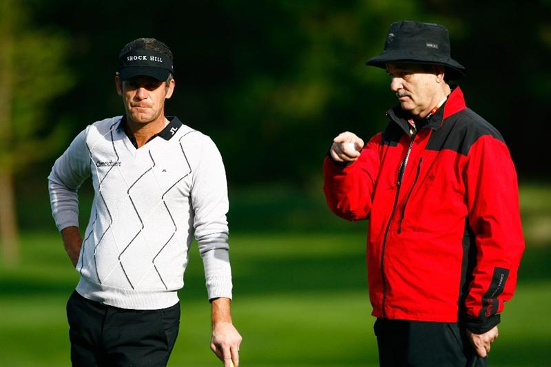 PEBBLE BEACH, CA - FEBRUARY 12:  Bill Murray discusses a putt with Jesper Parnevik on the sixth green during the first round of the AT&T Pebble Beach National Pro-Am at the Spyglass Hill Golf Course on February 12, 2009 in Pebble Beach, California.  (Photo by Jeff Gross/Getty Images)