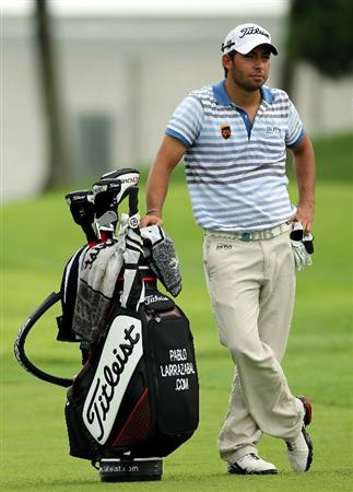 SINGAPORE - NOVEMBER 12 : Pablo Larrazabal of Spain waits on the 17th hole during the delayed first round of the Barclays Singapore Open held at the Sentosa Golf Club on November 12, 2010 in Singapore, Singapore.  (Photo by Stanley Chou/Getty Images)