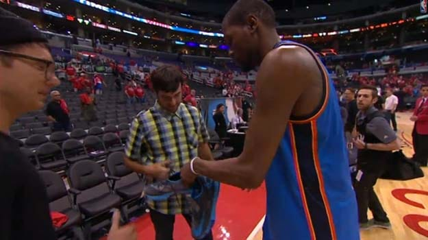 Bubba Watson getting sneakers from Kevin Durant
