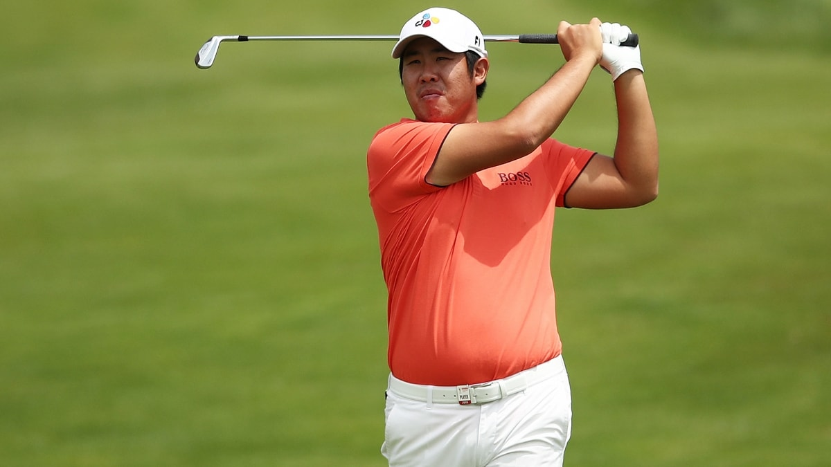 Weather changes can't stop Byeong Hun An from leading ...