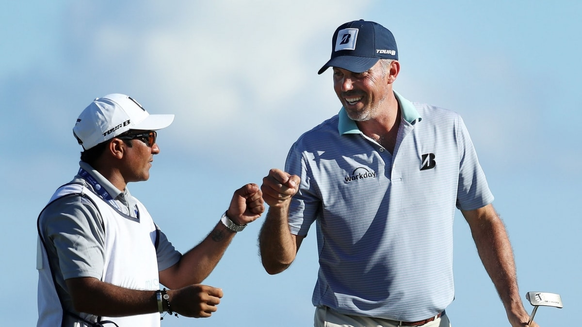 Kuchar shoots bogey-free 66 to hold Sony Open lead