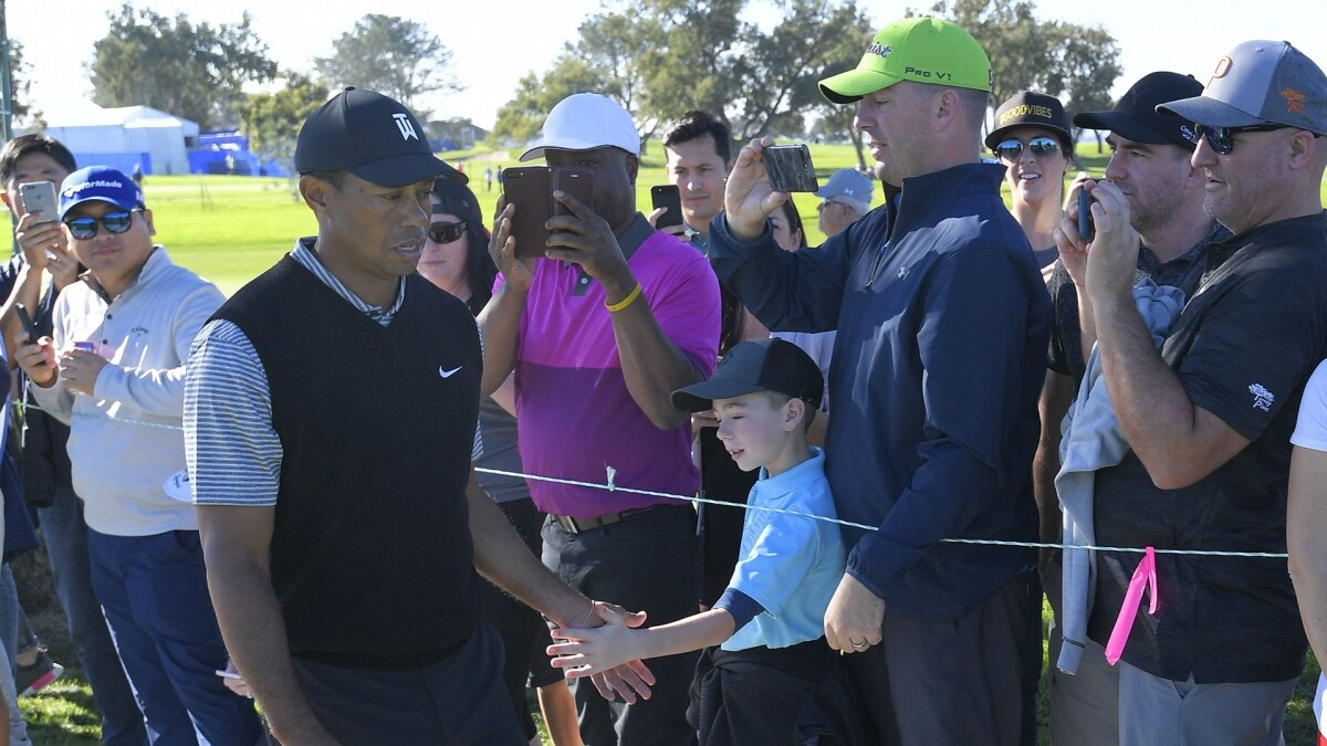 Woods opens with 2-under 70 at Farmers Insurance Open