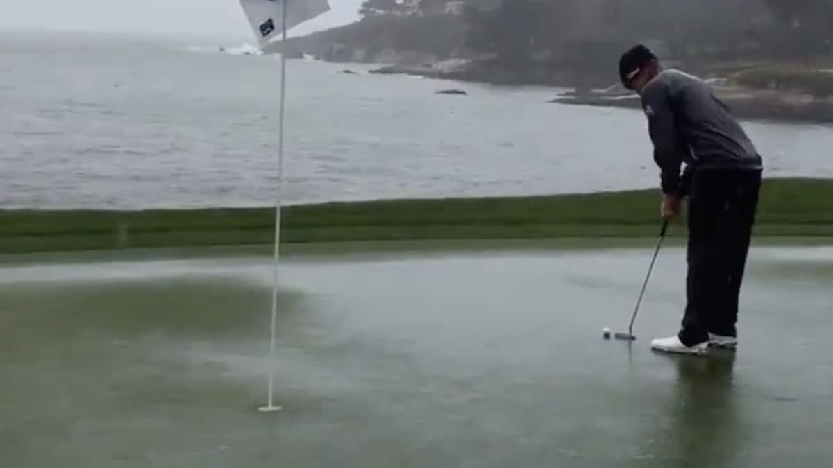 Mickelson 1 stroke back after career day at Pebble Beach Pro
