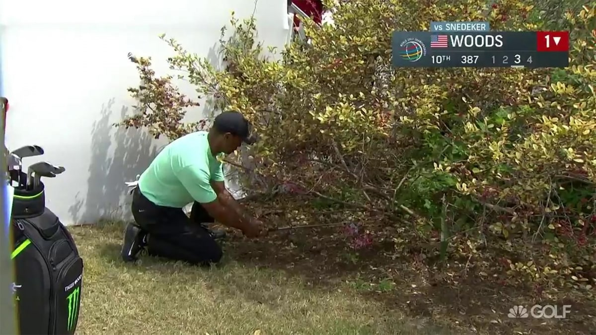Tiger Woods Misses Short Putt To Force A Playoff