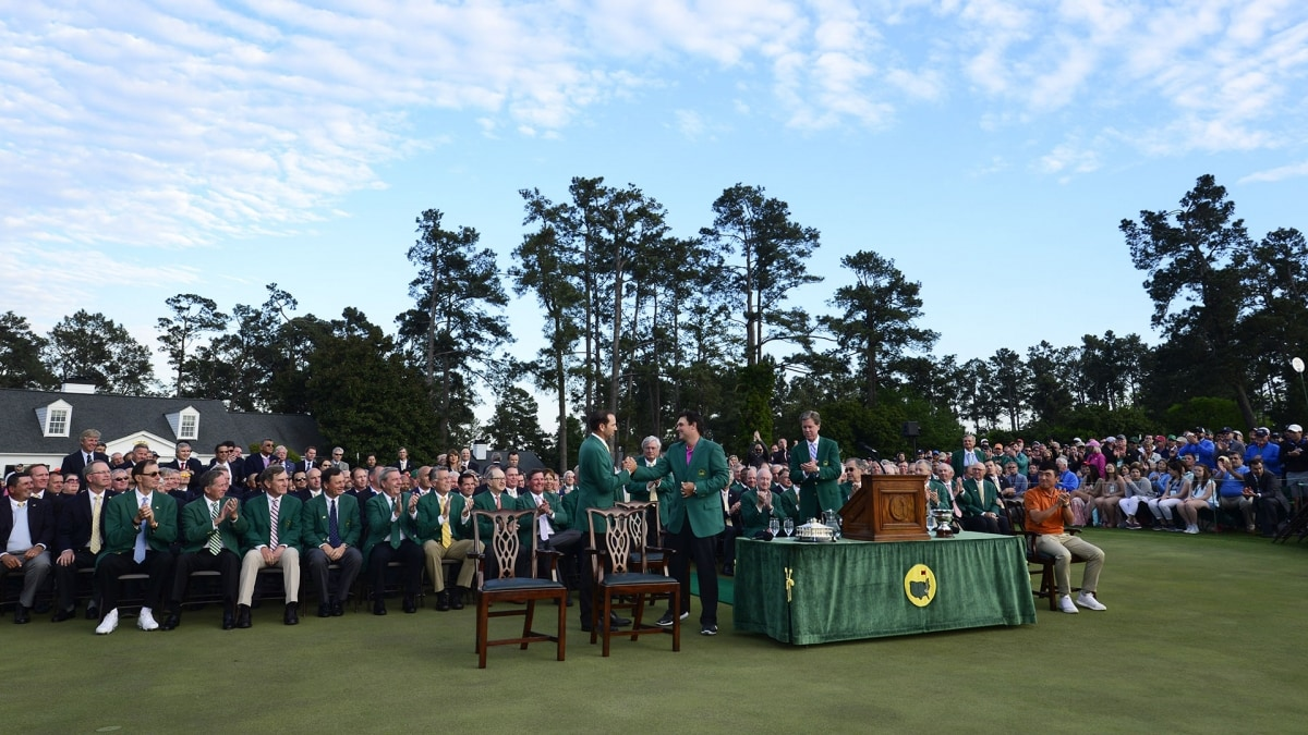 Woods draws TV crowd, despite early Masters start