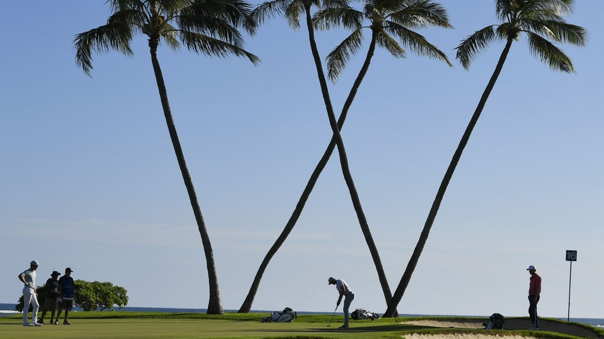 Andrew Putnam shoots 62 to lead Sony Open after first round