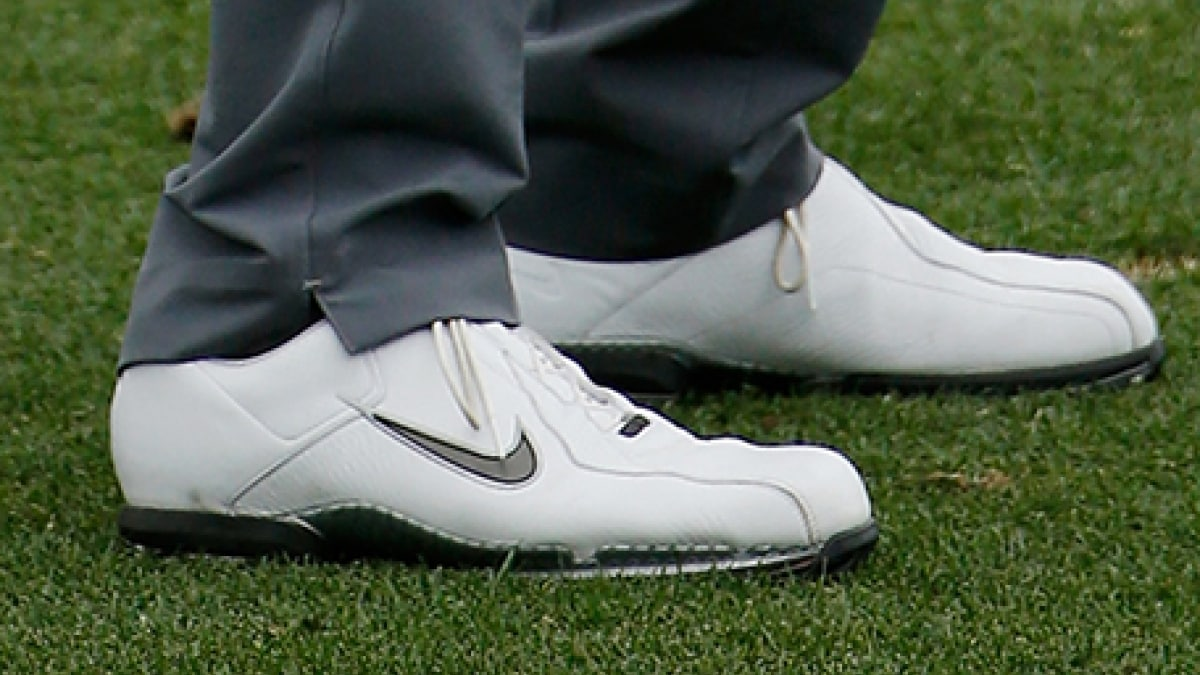 06dc40acb23 2015 Masters - Tiger Woods Wearing Old Shoes at Augusta