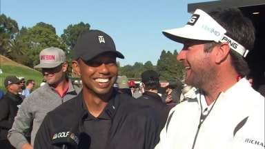 Tiger talks smack with fellow captain Bubba during Celebrity Cup