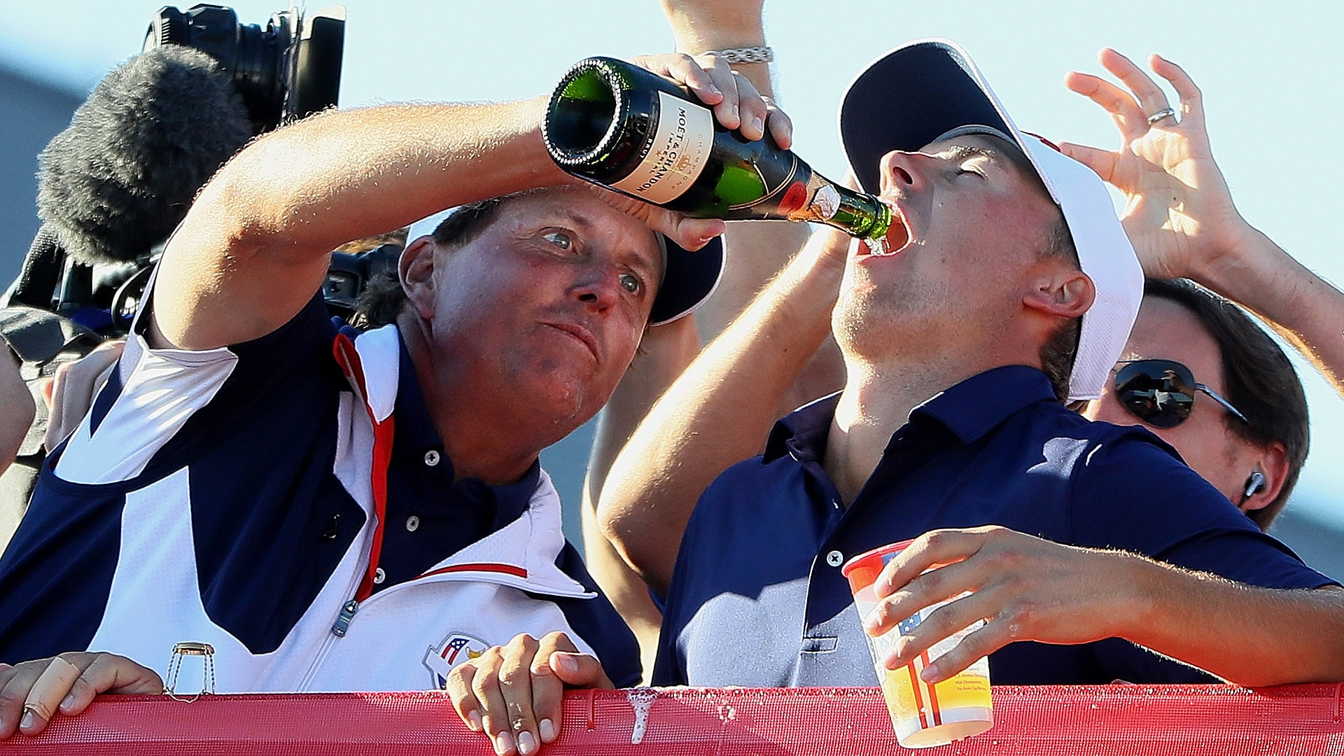 Watch U S Pops Champagne Celebrates Ryder Cup Win